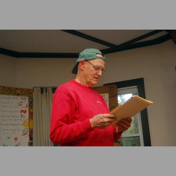 Gord Elliot participants reading.